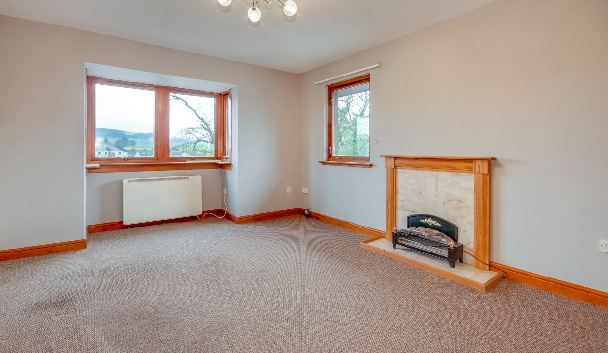 10 Riverside View - Sitting Room View 1