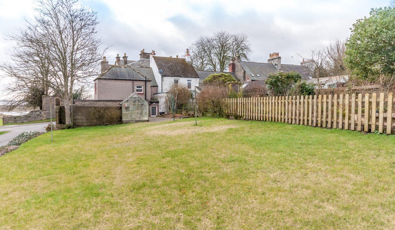 28 Bank Street - Garden Ground view 1