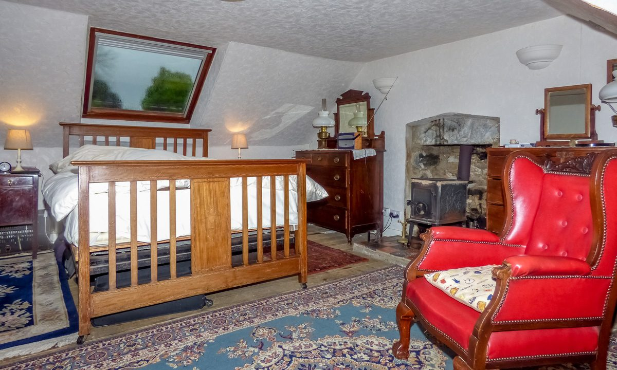 Glendale 27 Main Street Mochrum Bedroom 1