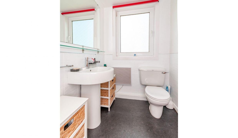 Kenmuir Cottage Washroom