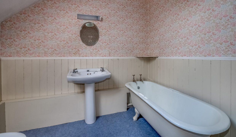 Saltaire 19 Main Street Bathroom 1