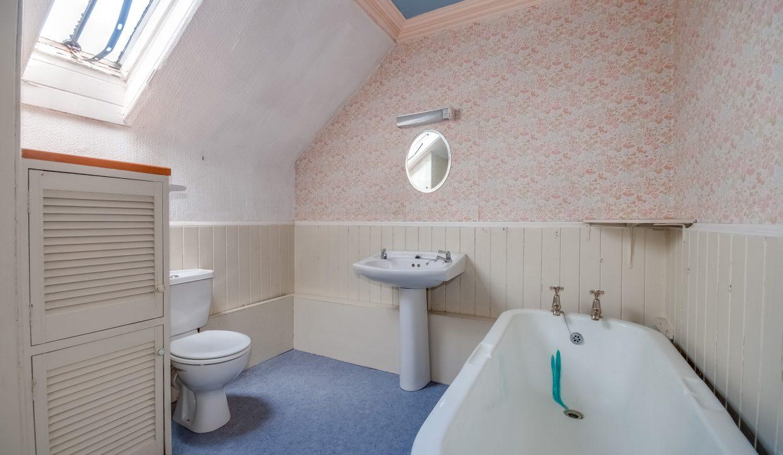 Saltaire 19 Main Street Bathroom 2