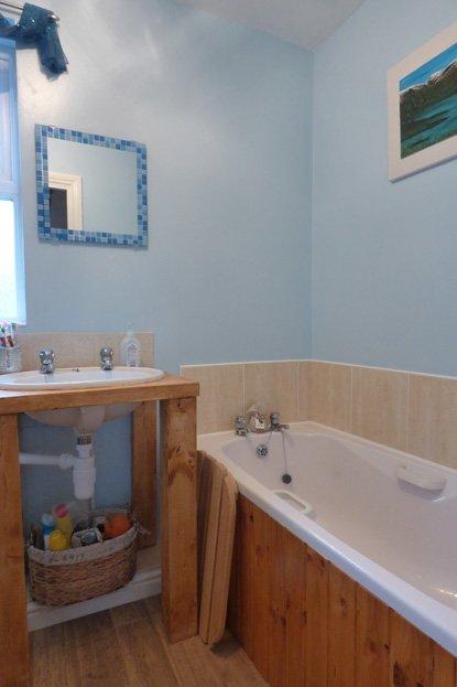 White Rose Croft - Bathroom view 2